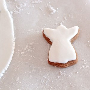 Edible gingerbread decorations. So quick and easy to make! Full recipe and instructions.