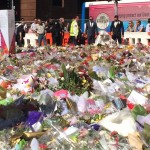 Bride places bouquet at Martin Place memorial, Internet breaks